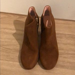 Never worn Brown Kate Spade ankle boot. Size 6.